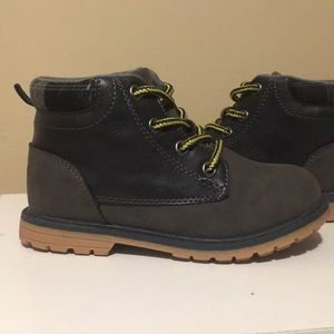 Oshkosh NWOT boy boots size 10 Gray